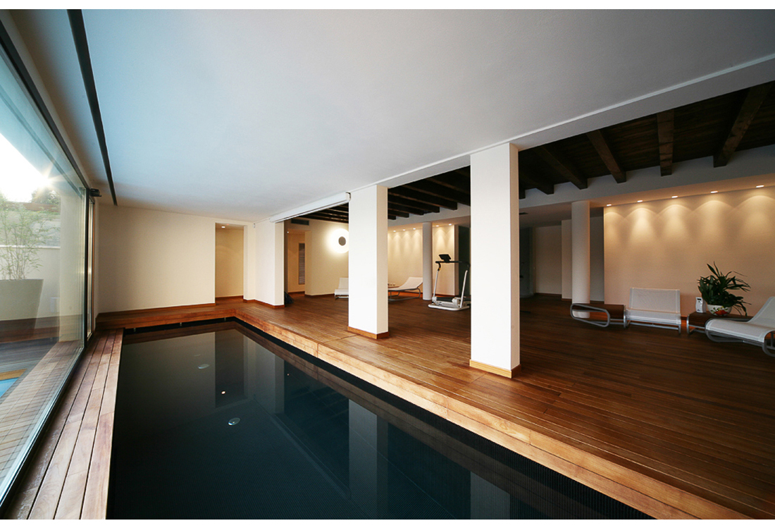indoor Swimming pool photographer - Laura Pietra