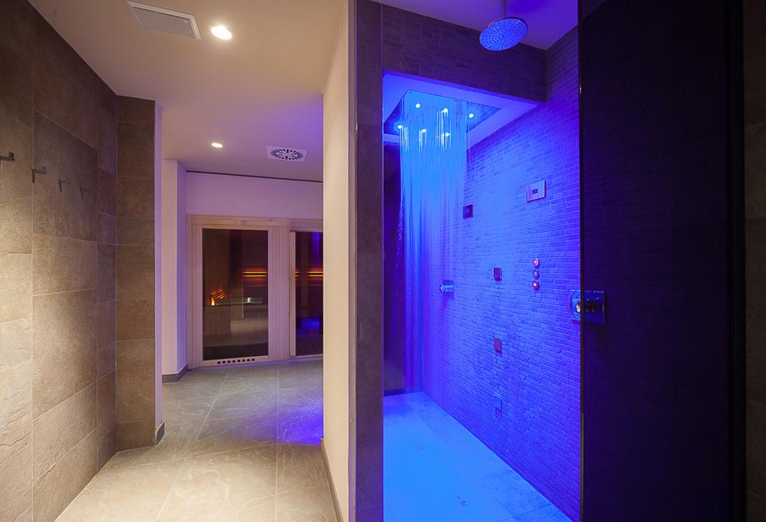 fotografia piscina indoor - Laura Pietra