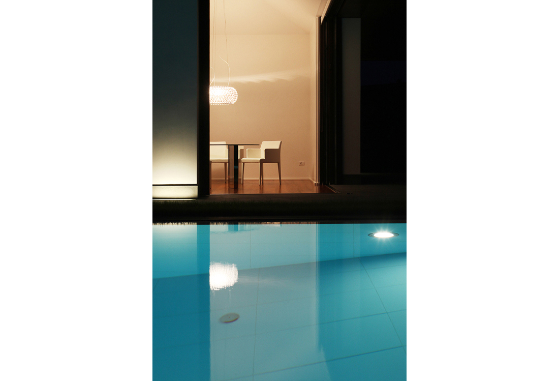 Laura Pietra - outdoor Swimming pool photographer