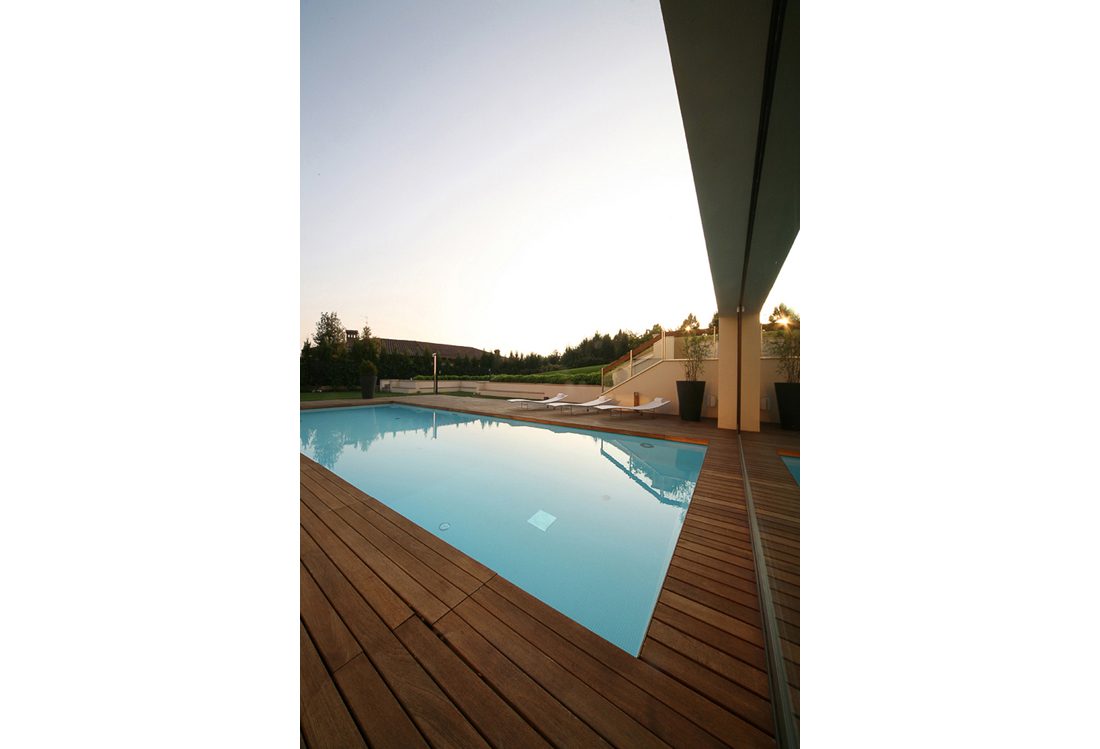 outdoor Swimming pool photography service - Laura Pietra