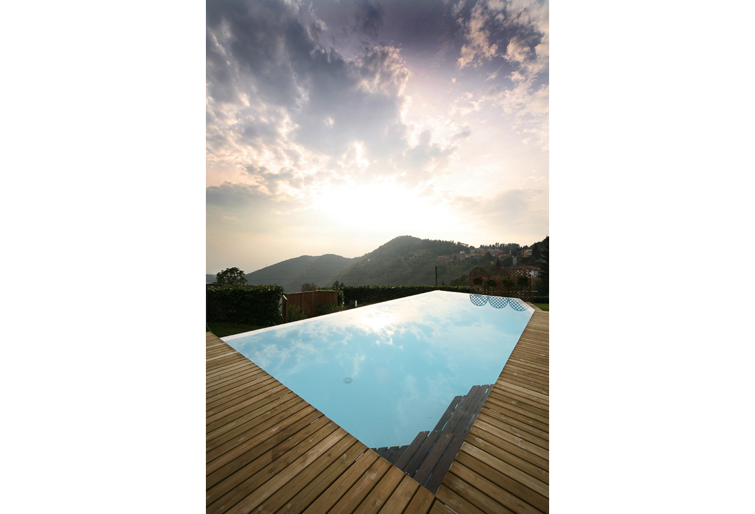 Laura Pietra - outdoor Swimming pool photography service